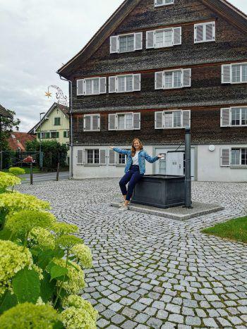 """<p class=""""title"""">               Sternen Platz              </p><p>""""Hier finden oft Dorffeste statt. Vom Moschtfäscht bis zum Kartoffel- und Kürbisfäscht – der Platz vor dem Alten Sternen bietet das perfekte Ambiente für Zusammentreffen.""""</p>"""