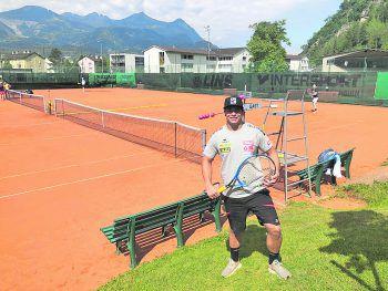 """<p class=""""title"""">               Tennisplatz             </p><p class=""""title"""">""""Eines meiner Lieblingshobbys ist Tennis spielen. In Bludenz gibt es einen sehr erfolgreichen Sportverein, der jährlich ein europäisches Jugendturnier veranstaltet. Das ist immer wieder ein Highlight!""""</p>"""