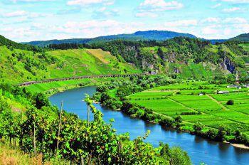 <p>Vier-Flüsse Fahrt: An Bord eines modernen Schiffes gibt es, die tief eingeschnittenen Flusstäler von Lahn, Mosel, Saar und Rhein in das rheinische Schiefergebirge, zu bestaunen.</p><p>Termin: 10. bis 13. September</p>