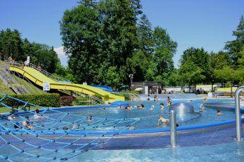 """<p class=""""title"""">               Waldbad Feldkirch             </p><p>Im Erlebnis Waldbad fühlen sich Kinder und Eltern wie im Paradies. Wasserratten kraulen durchs Sportbecken und Spaßsuchende toben sich im Erlebnisbecken aus. www.freizeitbetriebe-feldkirch.at</p>"""