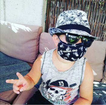 """<p class=""""caption"""">""""Wir rocken das"""" ist das Motto dieses coolen Jungen – ein Foto von Sandra.</p>"""