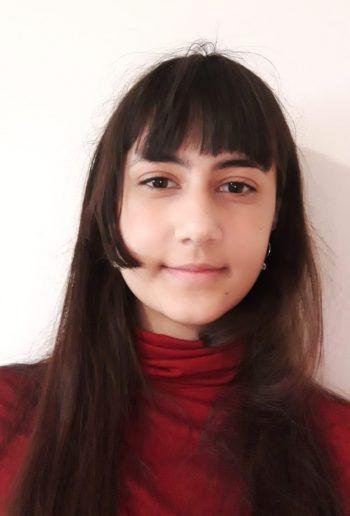 """Aileen Mäser, 18, Hohenems: """"Es gab schon viele Schulprojekte in meiner Klasse, bei denen ich mitgemacht habe, aber keines war so wie das für den Wettbewerb der 'Jugend Innovativ'. Durch das Projekt lernte ich neue Schweißtechniken für Kleidung und wie man im Team richtig zusammenarbeitet. Diese Erfahrung hätte ich aber nie ohne die HTL Dornbirn erleben können."""""""