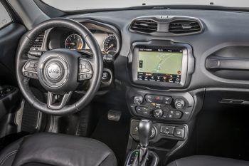 """<p class=""""title"""">               Assistenten             </p><p class=""""title"""">Der Jeep Renegade bietet mehr als 60 Sicherheitssysteme, einschließlich des Auffahrwarnsystems und des Spurhalte-assistenten.</p>"""