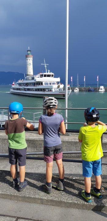 Bodenseeschifffahrt mit den Kids. Foto: handout/Ölz