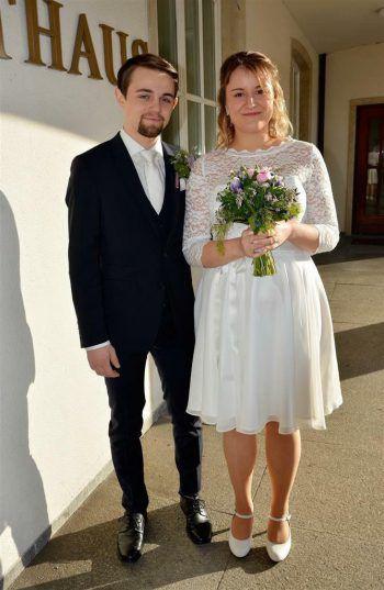 """<p class=""""caption"""">Die Kaffenberger's: Jessica (23) mit ihrem Ehemann Jens (22).</p>"""