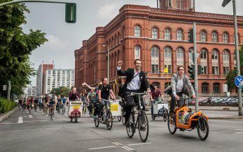 """<p class=""""caption"""">Radeln macht Städte noch lebenswerter: Der erfolgreiche deutsche Lobbyist Heinrich Strößenreuther berichtet aus Berlin.</p>"""