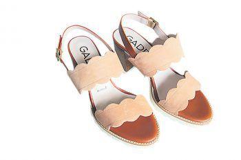 """<p class=""""caption"""">Schicke Sandalen der Marke """"Gadea"""" statt 149 Euro jetzt um 44,70 Euro bei Stilvoll erhältlich.</p>"""