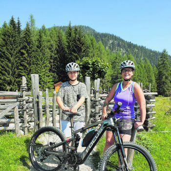 """<p class=""""caption"""">Ladies Day am Bodensee: Bettina mit ihrer besten Freundin.</p>"""