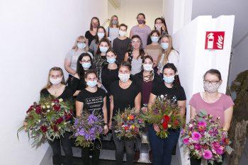 19 junge Nachwuchs-Floristinnen stellten bei ihrer Lehrabschlussprüfung in der Berufsschule in Feldkirch ihr Können unter Beweis. Foto: Dietmar Mathis