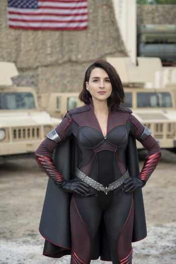 Aya Cash spielt Superheldin Stormfront.