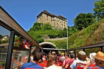Der [gsiBUS] bietet einen völlig neuen Blickwinkel auf Vorarlbergs Attraktionen.Foto: handout/SunshineTours