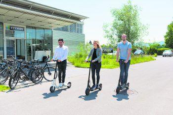 Bei InnoNav dürfen alle Mitarbeiter die E-Scooter für den Arbeitsweg nutzen – das spart Kosten und ist gut für die Umwelt.