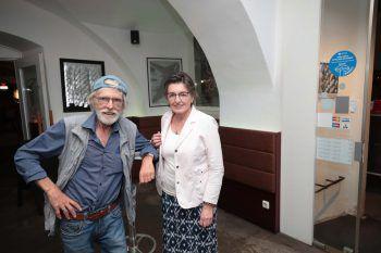 """<p class=""""caption"""">Betonkünstler Reinhard Welte und Hannelore.</p>"""