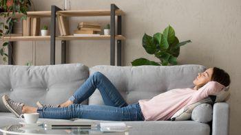 """<p class=""""title"""">               Bewusste Pausen             </p><p>Bewusste Pausen helfen uns im Alltag, unsere Gedanken zu sammeln. Das muss gar nicht lange sein: Einmal kurz hinlegen oder an einen ruhigen Platz sitzen, tief ein- und ausatmen, um wieder Fokus zu finden.</p>"""