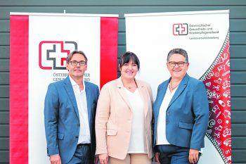 Das neue Führungsteam des ÖGKV: Stv. Landes-Vorsitzende PA Thomas Engl (links) und DGKP Ursula Fischer, MSc (rechts) mit der neuen Vorsitzenden DGKP Elke Kovatsch, MSc (Mitte).  Foto:ÖGKV