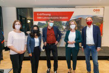 """<p class=""""caption"""">Das Team Grün: Nadine Kasper, Sandra Schoch, Wolfgang Maurer, Leonore Gewessler und Johannes Rauch.</p>"""