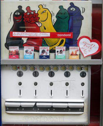 Der Automat wurde aus der Wandhalterung gerissen.Symbolfoto: APA
