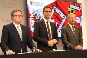 Die Landeshauptmänner Günther Platter (Tirol), Markus Wallner und Wilfried Haslauer (Salzburg) gaben die Senkung der Sperrstunde auf 22 uhr bekannt. Das Bild zeigt die Landeshauptleute bei einer gemeinsamen Pressekonferenz im vergangenen Jahr.Foto: VOL Live