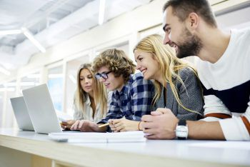Die Lehre mit Matura ermöglicht Jugendlichen nicht nur im eigenen Unternehmen tolle Zukunftschancen, auch auf dem Arbeitsmarkt ergeben sich völlig neue Perspektiven.