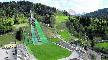 """<p class=""""caption"""">Die Skisprungschanze einmal live aus der Nähe zu sehen ist ein besonderes Erlebnis.</p>"""
