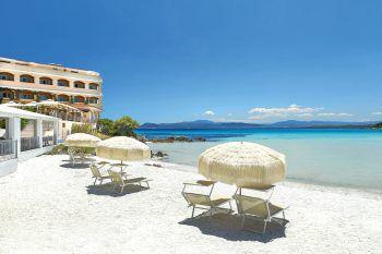 """<p class=""""title"""">               Gabbiano Azzurro Hotel & Suites****/*             </p><p>Das privat geführte, kleine Hotel besticht mit ausgezeichneter Küche und liegt an einem flachabfallenden Strand. Eine Woche inklusive Flug, Flughafenparkplatz, Doppelzimmer Landseite und Frühstück, zum Beispiel am 3. oder 10. Oktober gibt es bei High Life Reisen ab 1078 Euro pro Person.</p><p />"""