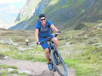 """<p class=""""caption"""">Heike liebt es, mit ihrem E-Bike tolle Touren zu fahren!</p>"""