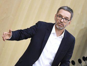 """Herbert Kickl (FPÖ) spricht von einer """"Corona-Rollkommandopolitik"""". Foto: APA"""
