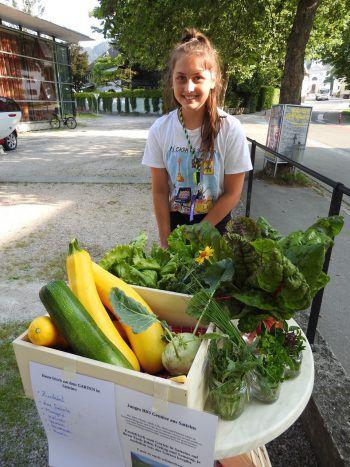 """<p class=""""caption"""">In Satteins pflanzen Jugendliche Gemüse an und """"verschenken"""" es gegen freiwillige Spenden.</p>"""