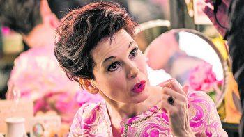 """JudyNetflix, Film, Biografie. Renée Zellweger schlüpft in die Rolle der US-amerikanischen Schauspiellegende und Sängerin Judy Garland und zeigt unter anderem ihre Auftritte in London im Jahr 1969. """"Judy"""" ist ab Freitag auf Netflix zu sehen."""
