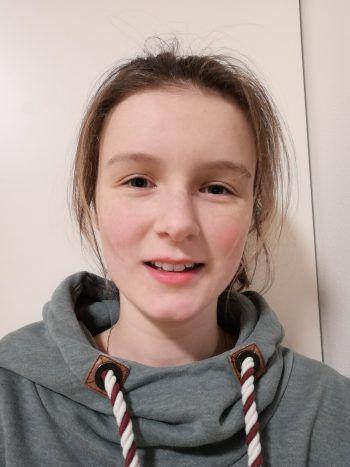 """Julia, 14: """"Seit dem World Peace Game in Thüringen unterstütze ich das 'jung&weise'-Team im Walgau. Gemeinsam mit anderen jungen Leuten bauten wir unter anderem Modelle für coole Plätze in der Walgau-Region. Dafür setze ich mich persönlich auch in meiner Freizeit ein. Zudem schreibe ich Beiträge für den ,jung&weise'-Blog."""""""