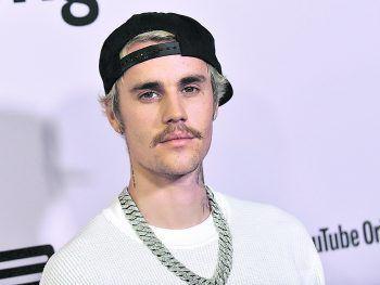 """<p class=""""title"""">Justin Bieber</p><p>Auch wenn man es ihm vielleicht nicht auf Anhieb ansieht – der 26-jährige Musiker hat mehr im Kopf als Selfies und Partys: So gehören Zauberwürfel zu seinen Hobbys. Die """"Rubik Cubes"""" löst er in unter einer Minute.</p>"""