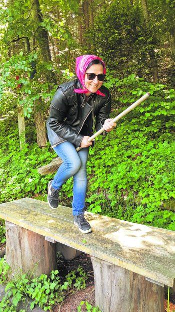 """<p class=""""caption"""">Klaudia geht gern spazieren und ist für jede Blödelei zu haben.Fotos: privat</p>"""