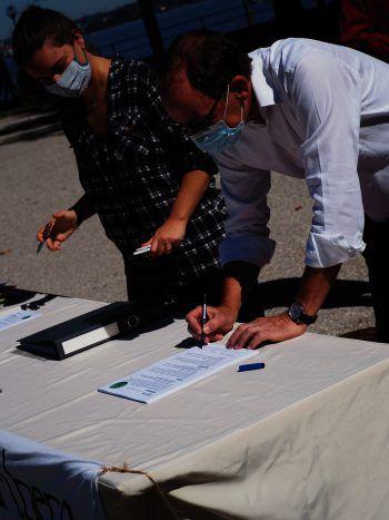 Landesparteichef Johannes Rauch unterzeichnete das Forderungspapier.Foto: handout/Fridays for Future Vorarlberg