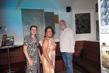"<p class=""caption"">Margit Enzenhofer (Atelier Unikat), Tania Maria Rodrigues-Peters und Dieter Koschek.</p>"