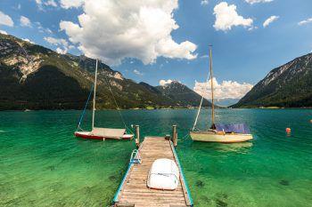 Maritimes Flair am kristallklaren Achensee genießen. Fotos: handout/NKG Reisen/AdobeStock_Frank