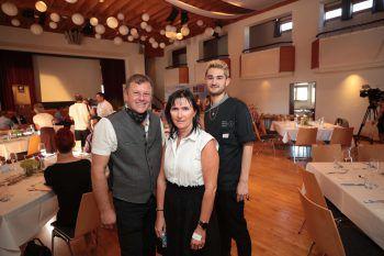 """<p class=""""caption"""">Michael und Natalie Lässer, Jakob Sohm (Sonne Mellau).</p>"""