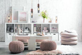 Mit kuscheligen Fellen, einer stimmigen Dekoration und einer tollen Einrichtung kann man sich daheim richtig entspannen.