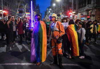 """<p>Montevideo. Galaktisch: Die Macht ist stark in diesen beiden Teilnehmern des """"Diversity March"""" in der Hauptstadt Uruguays.</p>"""