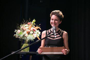 """Nnella wurde mit dem """"Alternative/Singer-Songwriter""""-Award und dem Voting-Preis ausgezeichnet. Foto: Maurice Shourot"""