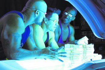 """<p class=""""title"""">Pain & Gain</p><p>Netflix, Film, Komödie. Eine Bande von Bodybuildern finanziert sich mit Entführung und Erpressung einen ausschweifenden Lebensstil. Wahre Geschichte mit Dwayne """"The Rock"""" Johnson und Mark Wahlberg. Jetzt abrufbar.</p>"""