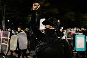 <p>Rochester. Proteste: Am Montagabend versammelten sich Protestierende die sechste Nacht infolge in einem Park, um gegen Polizeigewalt zu demonstrieren.</p>