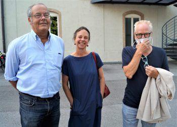 """<p class=""""caption"""">Rudolf und Kathleen Sagmeister mit Künstler Tone Fink.</p>"""