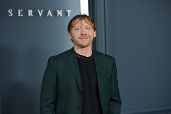 """Rupert GrintGleich zwei bekannte Rotschöpfe auf einmal: Manch einer meinte bei dem 2011 erschienenen Ed Sheeran-Musikvideo """"Lego House"""" doppelt zu sehen. Harry Potter-Star Rupert Grint verkörperte darin einen von dem Sänger krankhaft besessenen Fan."""