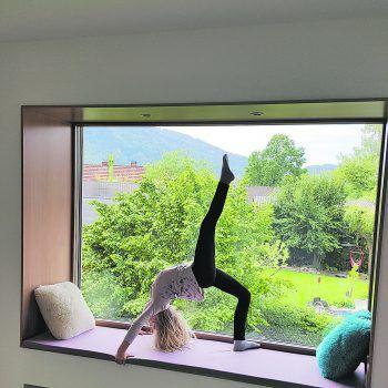 """<p class=""""caption"""">Sandrine turnt und tanzt für ihr Leben gerne!</p>"""
