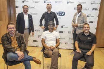 """<p class=""""caption"""">Sound@V und seine Partner: Joachim Mangard (WANN & WO), Markus Klement (Direktor ORF Vorarlberg), Jimmy Heinzl (WISTO), Herwig Bauer (Poolbar), Landeshauptmann Markus Wallner und Christian Lampert (Marke Vorarlberg).</p>"""