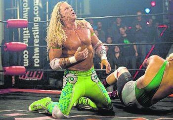 """The WrestlerAmazon Prime Video, Film, Drama. Wrestler Randy """"The Ram"""" Robinson (Mickey Rourke) ist in die Jahre gekommen und seelisch sowie körperlich am Ende. Nach einem Herzinfarkt im Ring stellt sich die Frage nach seiner Zukunft. Läuft ab morgen."""