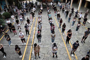 <p>Thessaloniki. Sicherheit: Schulbeginn zu Corona-Zeiten: Der erste Tag begann für diese Schüler in der griechischen Hafenstadt mit Abstand und Schutzmaske.</p>