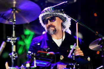 """<p>Ventura. Legendär: """"B-Real"""" von Cypress Hill sitzt bei einem Drive-in-Konzert der Band an den Drums.</p>"""