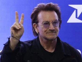 BonoSchon in den 90ern protesierten U2 im Namen von Greenpeace gegen einen britischen Nuklearkomplex. Bis heute macht sich die Band um Frontmann Bono für Hilfsorganisationen wie UNICEF und Amnesty International stark.