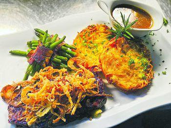 """<p class=""""caption"""">Der Küchenchef im Sternen Hard empfiehlt: """"Wir servieren Zwiebelrostbraten mit hausgemachen Röstinchen und dazu leckere Speckbohnen. Ein Genuss im Herbst!""""</p>"""